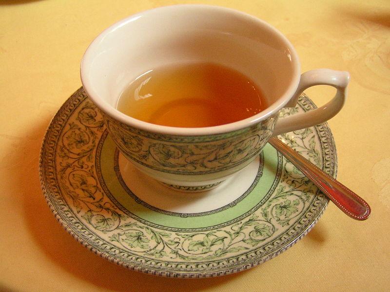800px-Cup_of_tea,_Scotland